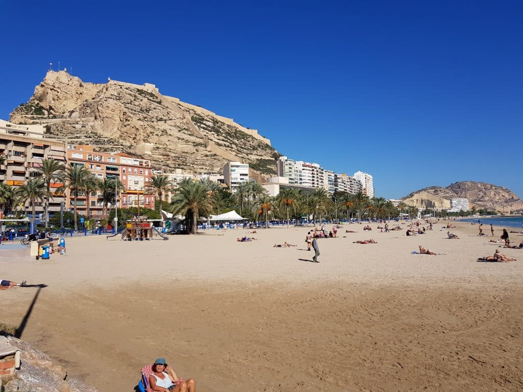 The weather in Alicante in November gives some chances to enjoy the beach.