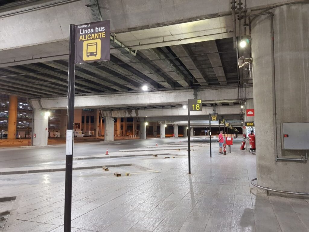 Alicante Airport Bus Station Docks at level -2